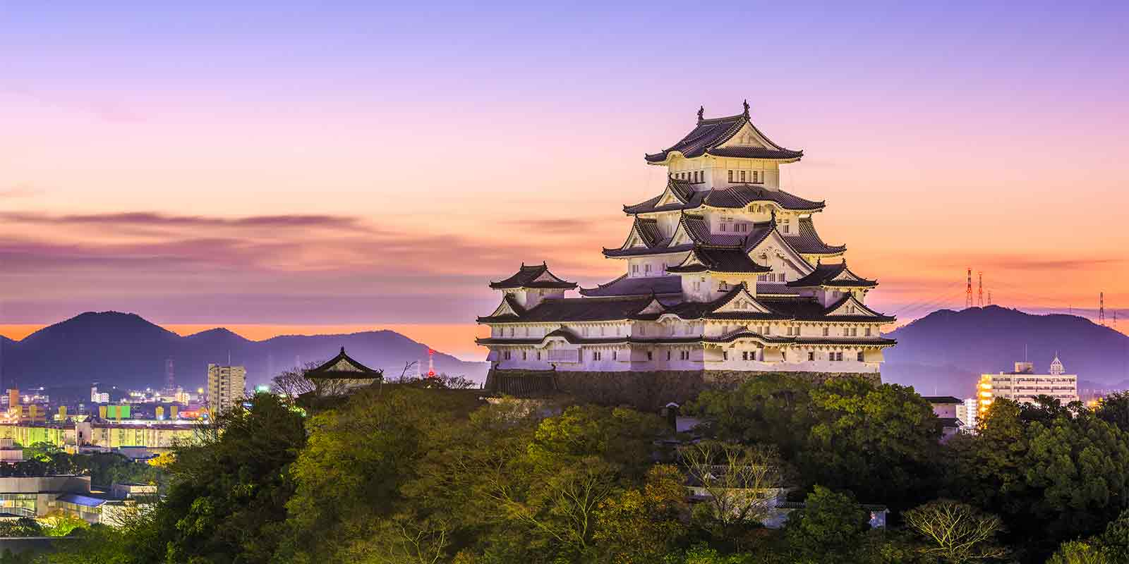 Himji hilltop castle at sunrise in Japan