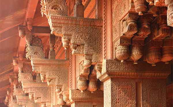 Intricate sandstone carvings of the red fort in Agra